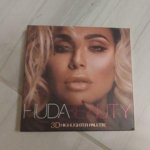 Huda beauty pink sands edition highlighter